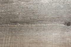 Текстура сброса поверхности старой деревянной доски с плохой обрабатывать, выразительное направлением деревянных волокон и th стоковые изображения rf