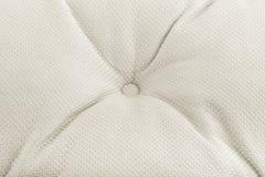 Текстура светлой ткани с pleats и кнопками Справочная информация стоковые фотографии rf