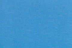 Текстура старого крупного плана голубой бумаги Структура плотного картона Лазурная предпосылка Стоковое Изображение RF