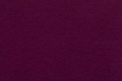 Текстура старого темного фиолетового бумажного крупного плана Структура плотного картона Magenta предпосылка Стоковое Фото
