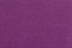 Текстура старого темного фиолетового бумажного крупного плана Структура плотного картона Magenta предпосылка Стоковое Изображение RF