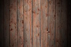 Текстура старой деревенской деревянной загородки сделанной квартиры обрабатывала доски Детальное изображение загородки улицы дере стоковое изображение rf