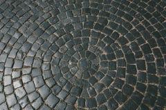 Текстура старой каменной мостоваой кроет кирпичи черепицей булыжников, картину, предпосылку Стоковое фото RF