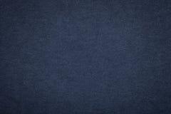 Текстура старой предпосылки голубой бумаги военно-морского флота, крупного плана Структура плотного темного картона джинсовой тка Стоковые Фото
