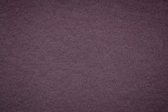 Текстура старой темной предпосылки бумаги вина, крупного плана Структура плотного фиолетового картона Стоковая Фотография RF