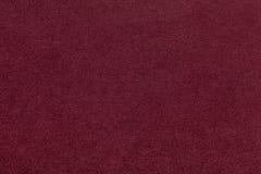 Текстура старой темноты - красного бумажного крупного плана Структура плотного картона Maroon предпосылка Стоковое фото RF