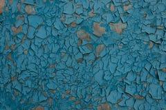 Текстура старой треснутой и, который слезанной голубой краски на плоской естественной поверхности стоковое изображение rf