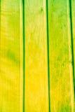 Текстура старых деревянных планок с треснутой и смазанной краской Стоковые Фото