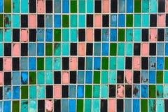 Текстура старых плиток стены с слезать яркую краску Стоковые Изображения RF