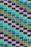 Текстура старых плиток стены с слезать яркую краску Стоковое Изображение