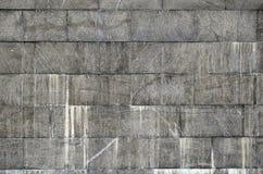 Текстура стены больших плиток гранита которые покрыты с белыми штриховатостями подверганный действию к dampnes Стоковые Фотографии RF