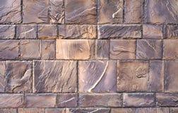 Текстура стены больших сер-коричневых отполированных камней Стоковые Фотографии RF