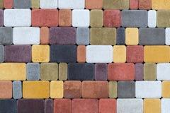 Текстура стены вымощая камней других цветов для конструкции Смотреть на строительный материал стоковое изображение rf