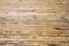 Текстура стены сделанной деревянных планок обнаруженных местонахождение горизонтально, поверхность древесины бедно обработана, мн Стоковая Фотография RF