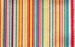 Текстура ткани с линией красочной картины вертикальной Стоковые Фотографии RF