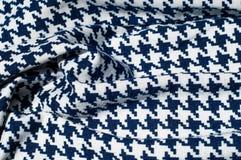 Текстура, ткань, предпосылка Диамант сини картины вязания крючком ткани Стоковая Фотография