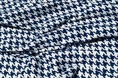 Текстура, ткань, предпосылка Диамант сини картины вязания крючком ткани Стоковые Изображения RF