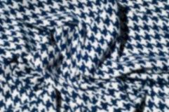 Текстура, ткань, предпосылка Диамант сини картины вязания крючком ткани Стоковые Фотографии RF