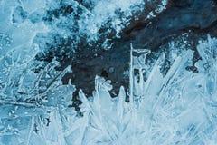 Текстура тонкой поверхности льда на реке Зима, замерзая тема стоковое фото