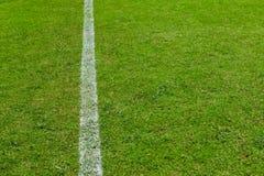 текстура футбола зеленого цвета травы поля Стоковые Фото