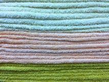 Текстура штабелированных пушистых полотенец Стоковые Изображения