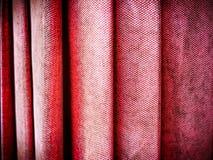 Текстура Pleats зонтика конца-вверх Grungy красная стоковые изображения