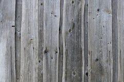 Текстурированная предпосылка старых серых увяданных доск покрытых с отказами стоковые фотографии rf