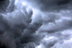 Текстурированное skyscape: scape облака ночи бурное с градиентом Стоковые Изображения RF