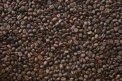 текстурированный большой кофе фасолей предпосылки темный Стоковые Изображения RF