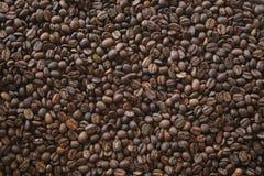 текстурированный большой кофе фасолей предпосылки темный Стоковое фото RF