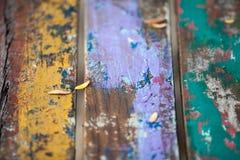 Текстурирует предпосылку ярко покрашенных панелей деревянных доск Стоковые Фото