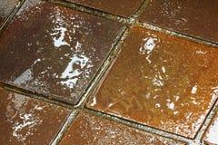 Текстуры и красочные отражения Брайна и золотых на плитках Стоковое Изображение