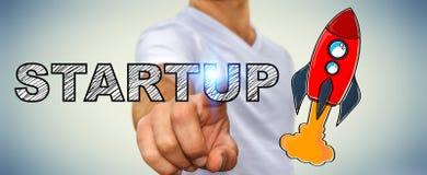 Текст бизнесмена касающей нарисованный рукой startup и красная ракета Стоковое Изображение RF