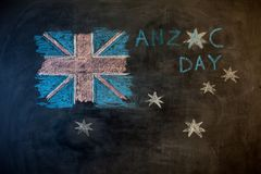 Текст дня ANZAC отрезал вне над фото австралийского флага Стоковое фото RF