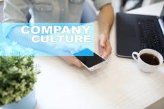 Текст культуры компании на виртуальном экране Дело, технология и концепция интернета стоковые фото