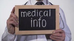 Текст медицинской информации на классн классном в руках доктора, консультации с терапевтом акции видеоматериалы