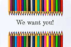 Текст мы хотим вас! на предпосылке карандаша цвета/концепции дела Стоковая Фотография