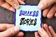 Текст объявления почерка показывая истории успеха Writte роста образования достижения воодушевленности схематического фото успешн стоковое изображение rf