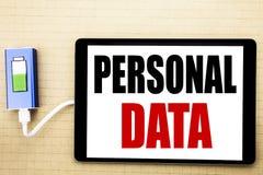 Текст объявления почерка показывая личные данные Концепция дела для предохранения от цифров написанного на таблетке с белым backg Стоковое фото RF