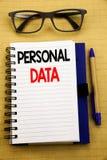 Текст объявления почерка показывая личные данные Концепция дела для предохранения от цифров написанного на компьтер-книжке таблет Стоковые Фотографии RF