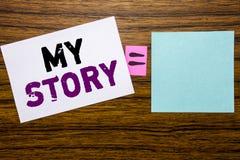 Текст объявления почерка показывая мой рассказ Концепция дела для говорить говорит о вас написанных на липкой бумаге примечания н стоковая фотография
