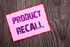 Текст объявления почерка показывая отзыв продукции Схематическое возвращение возмещения отозвания фото для дефектов продуктов нап стоковые фотографии rf