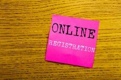 Текст объявления почерка показывая регистрацию онлайн Концепция дела для имени пользователя интернета написанного на бумаге липко стоковое изображение rf