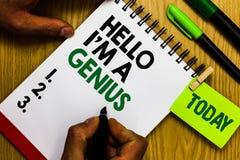 Текст почерка здравствуйте! я гений Смысл концепции вводит как над средней персоной к другим кольцо p блокнота ручки дневника стоковые фото