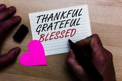 Текст почерка писать благодарное благословленное признательное Ориентация настроения признательности благодарности смысла концепц стоковые фотографии rf