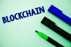 Текст почерка писать Blockchain Сообщение идей показателя технологии цифровым данным по финансового отчета журнала регистра смысл стоковая фотография