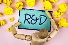 Текст почерка писать r d Нововведения исследований научных исследований и разработки смысла концепции научные написанные на липко стоковые изображения rf