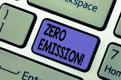 Текст почерка писать zero излучение Источник энергии мотора двигателя смысла концепции который не испускает никакую клавиатуру от стоковые фотографии rf