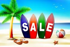 Текст продажи лета в доске прибоя перед Seashore бесплатная иллюстрация