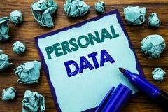 Текст сочинительства показывая личные данные Концепция дела для предохранения от цифров написанного на липкой бумаге примечания,  Стоковое Изображение RF